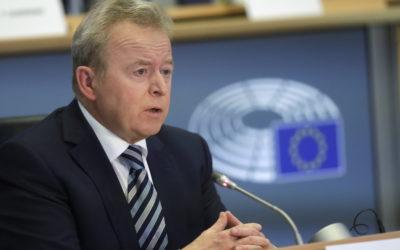 JAN HUITEMA (VVD) – WOJCIECHOWSKI MET HAKKEN OVER DE SLOOT